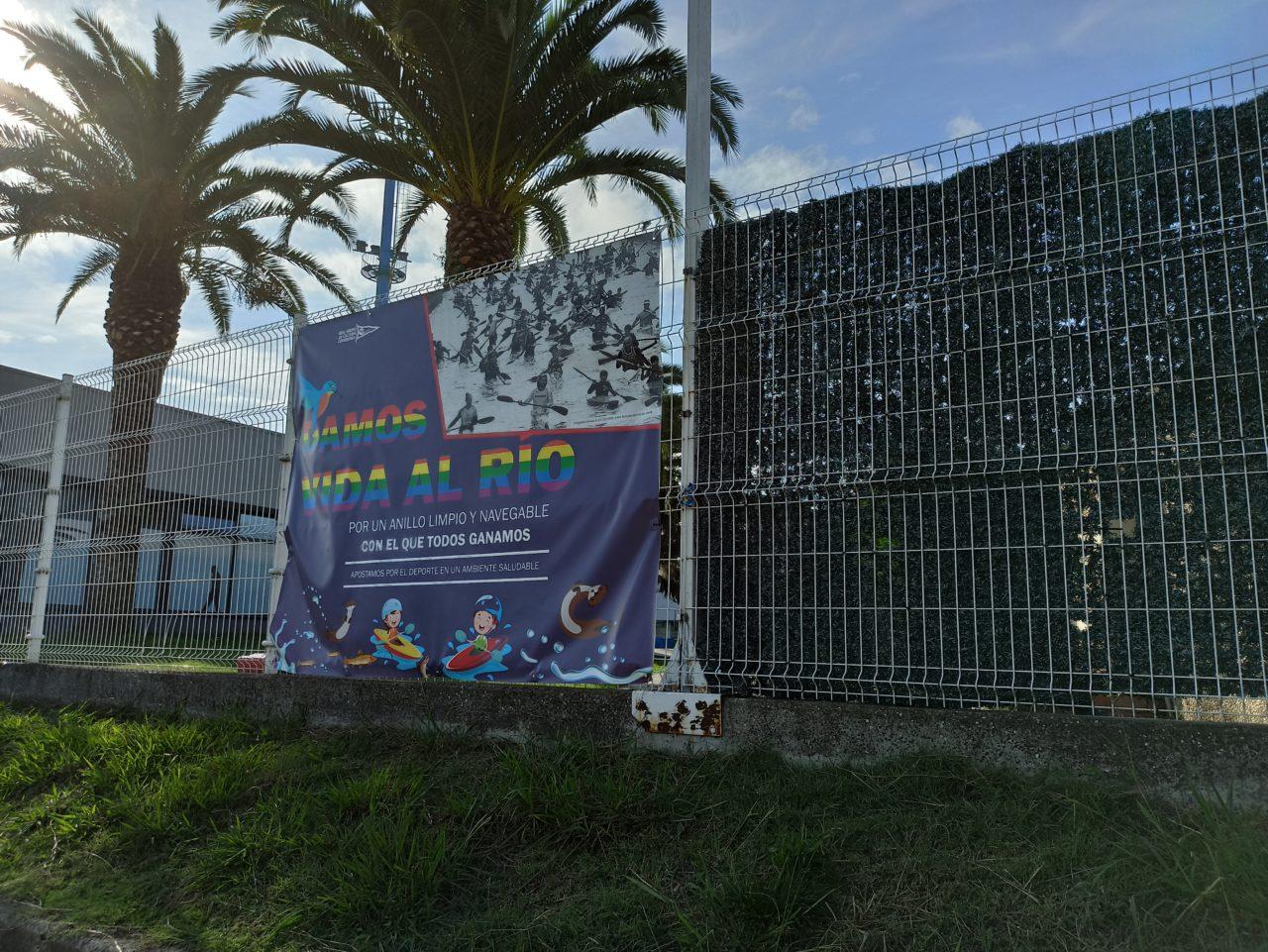 Pancarta protesta en el Piles (David Pérez)