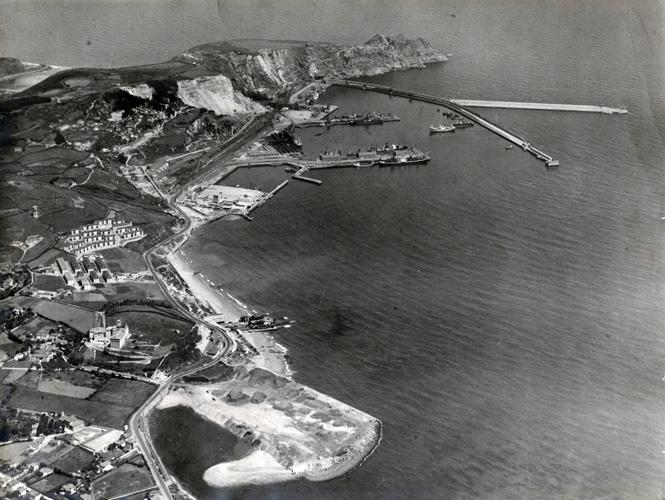 Vista aérea del Musel hacia 1960