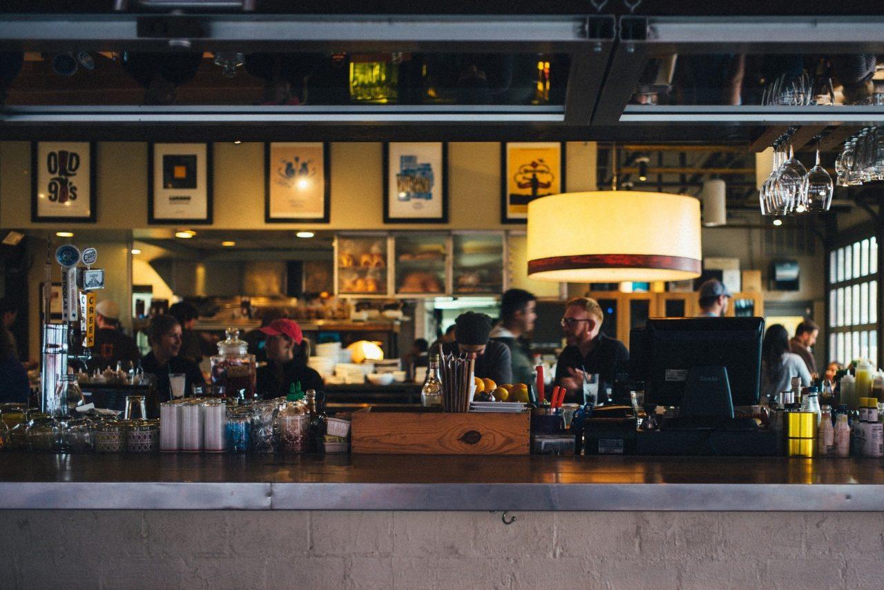restaurant-690569_1920-1280x855.jpg